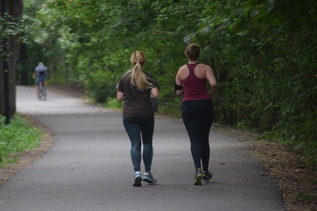 biegające dziewczyny