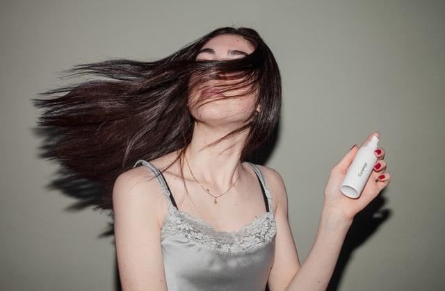 Jak świadomie kupować produkty do pielęgnacji włosów