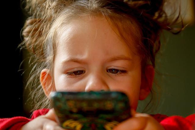 Kiedy najlepiej kupić telefon dla dziecka?