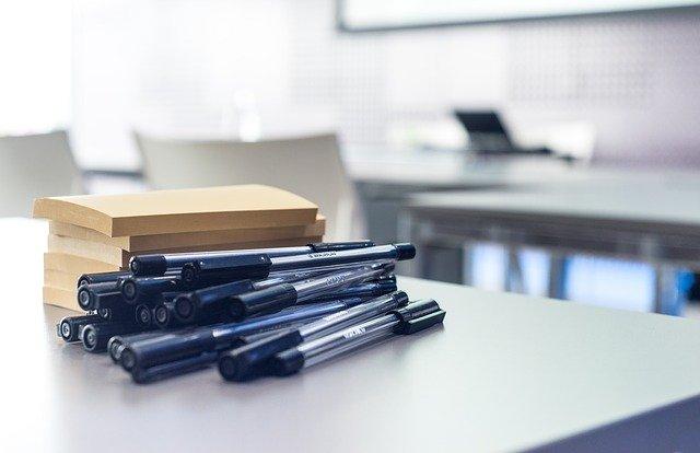Jak usunąć plamę z długopisu z ubrania?